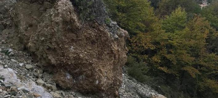 Τεράστιος βράχος «απειλούσε» τους οδηγούς