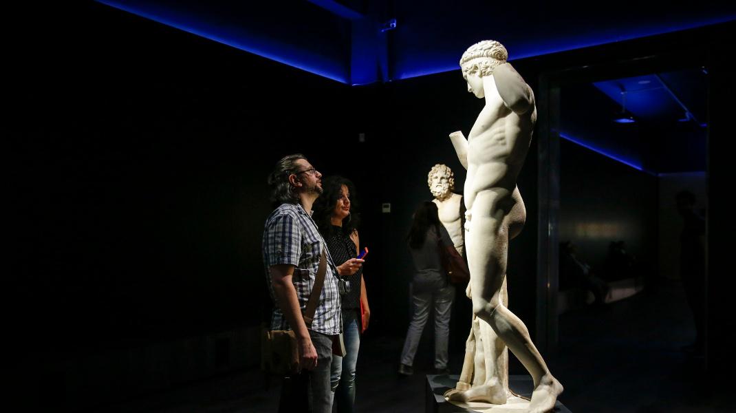 «Οι αμέτρητες όψεις του ωραίου» στο Εθνικό Αρχαιολογικό Μουσείο -Φωτογραφία: EUROKINISSI/ΣΤΕΛΙΟΣ ΜΙΣΙΝΑΣ