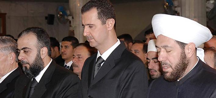 Σπάνια εμφάνιση του Ασαντ μακριά από τη Δαμασκό -Προσευχήθηκε στη Χάμα