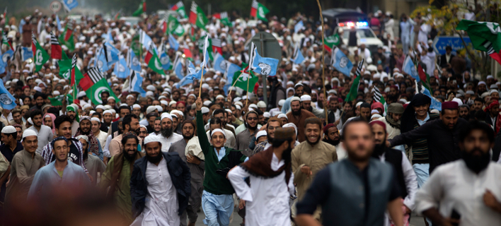 Φοβάται για τη ζωή του ο δικηγόρος της Ασια Μπίμπι -Βίαιες αντιδράσεις ισλαμιστών για την αθώωση