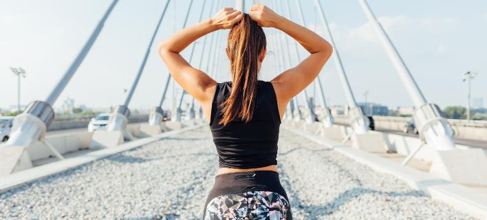 Ασκηση για χέρια και γλουτούς /Shutterstock