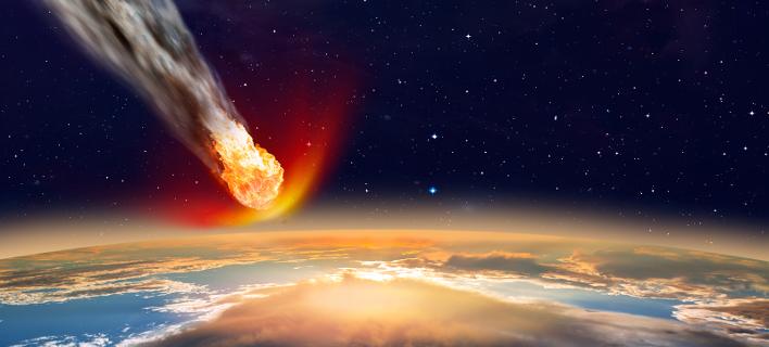 Η «Φλωρεντία» περνά κοντά από τη Γη /Φωτογραφία: Shutterstock