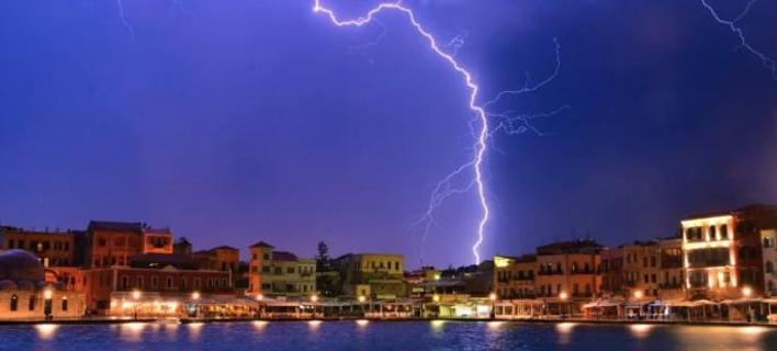Χορός αστραπών στον ουρανό της Κρήτης -Απότομη αλλαγή του καιρού [εικόνες]