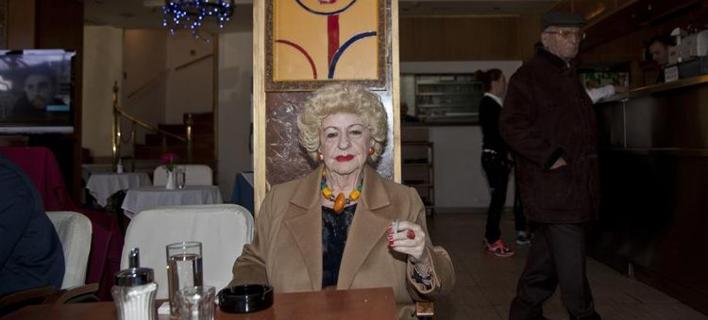 Liberation: «Υπάρχει και η πλούσια Αθήνα -Το Κολωνάκι, το Salon de Bricolage, οι ξανθές και οι κύριοι με τα πούρα» [εικόνες]
