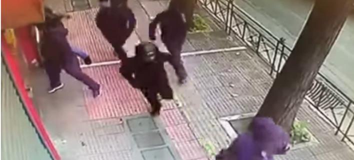 Ανοχύρωτη στους κουκουλοφόρους η Αθήνα - ΕΛ.ΑΣ. και υπουργείο τσακώνονται για τις ευθύνες