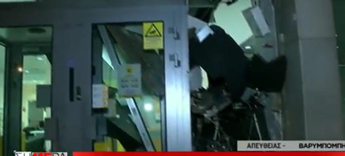 Με ειδικό αέριο και βαριοπούλες άγνωστοι ανατίναξαν ATM στη Βαρυμπόμπη