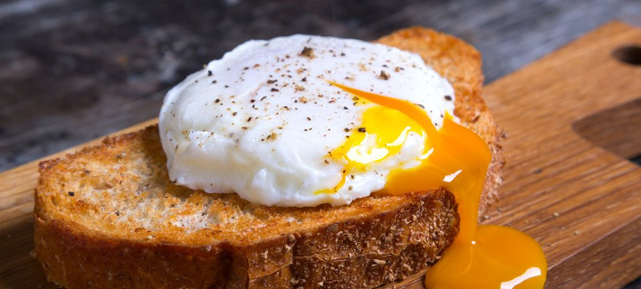 Aυγό ποσέ. Φωτογραφία: Shutterstock/Tatiana Didenko