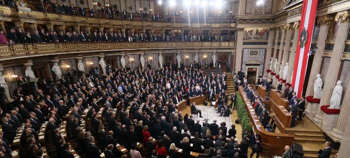 Αντιπαράθεση στην Βουλή για την επιδιωκόμενη νέα παράταση των συνοριακών ελέγχων/ φωτπγραφία: ap