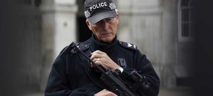 Φωτογραφία: Υποπτο αντικείμενο σε αυτοκινητόδρομο της Βρετανίας/Associated Press