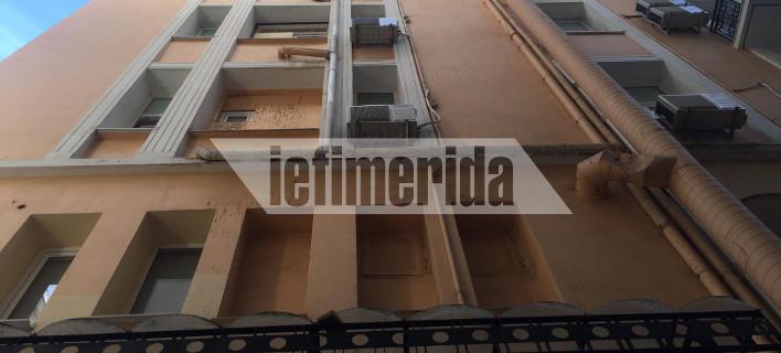 «Θέλω να αυτοκτονήσω», είπε ο άγνωστος άνδρας στην καμαριέρα του ξενοδοχείου στην Ομόνοια και έπεσε από τον 5ο όροφο