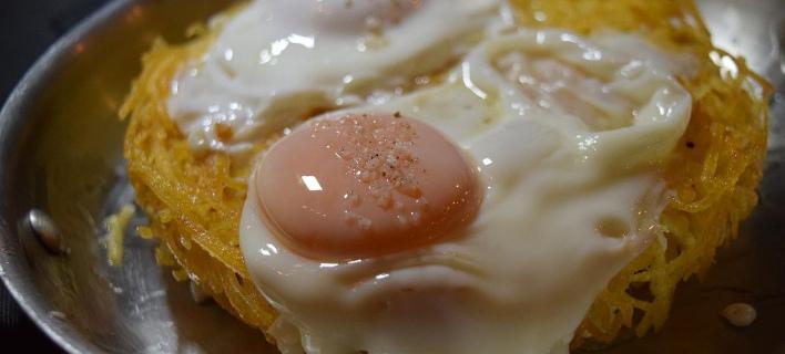 Aυγά με πατάτες/ Φωτογραφία: Basegrill