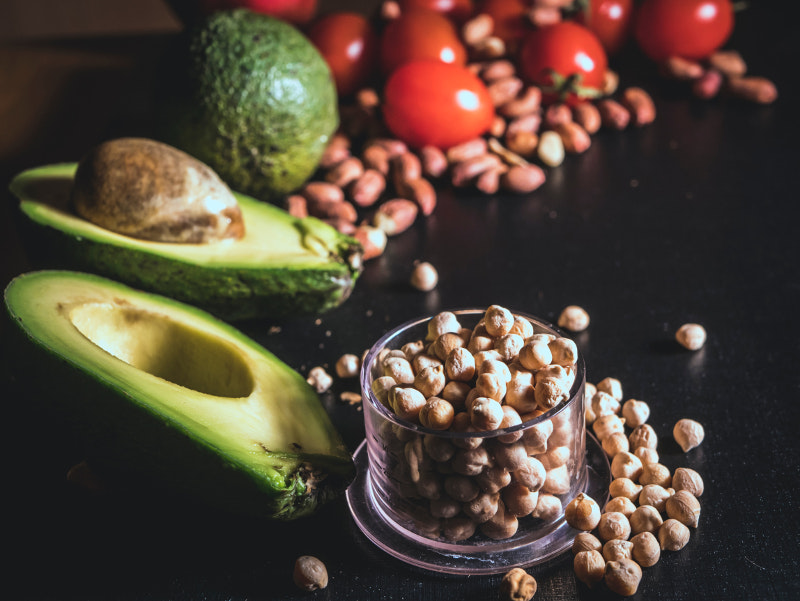 Το αβοκάντο περιέχει μια σειρά από ωφέλιμα λιπαρά