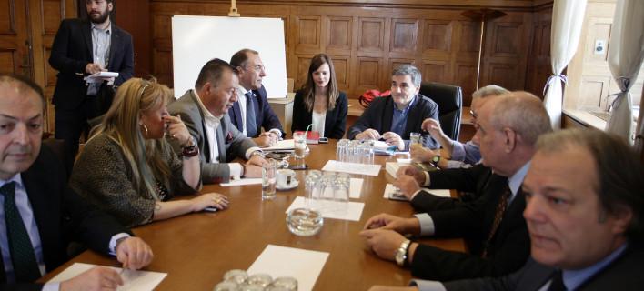 Ερχεται σοκ: Κάτω από τα 6.000 ευρώ το αφορολόγητο, κούρεμα συντάξεων