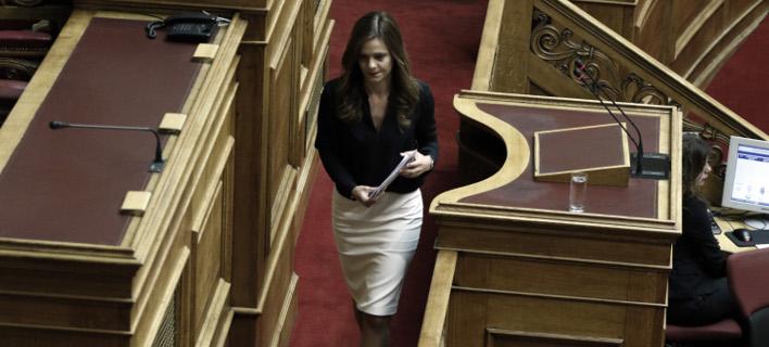 Η Εφη Αχτσιόγλου (Φωτογραφία: EUROKINISSI/ΓΙΩΡΓΟΣ ΚΟΝΤΑΡΙΝΗΣ)