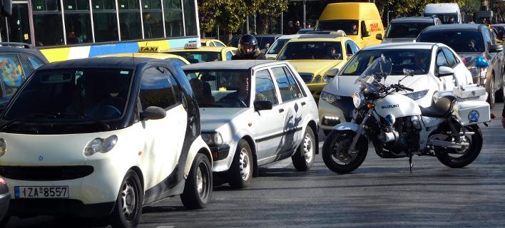 Οχήματα σε δρόμο της Αθήνας/Φωτογραφία: Eurokinissi