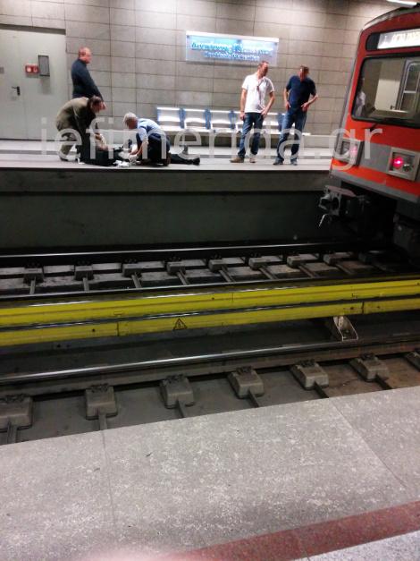 Νεαρός έπεσε στις ράγες του Μετρό στη Δουκίσσης Πλακεντίας και φώναζε στον οδηγό του συρμού «σκότωσε με, σκότωσε με»