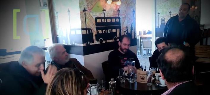 Πολίτης της Σάμου: «Υπουργέ, πλήρωσα 1.126 ευρώ ΕΝΦΙΑ» -Μπαλάφας: «Αντε πάενε από δω» [βίντεο]