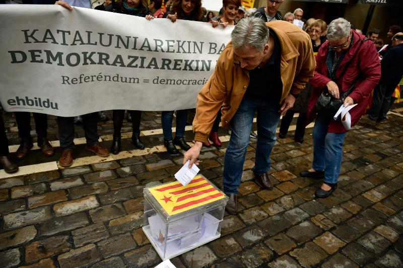 Καταλονία: Η ώρα της κρίσης – Το δημοψήφισμα διχάζει και τους Καταλανούς