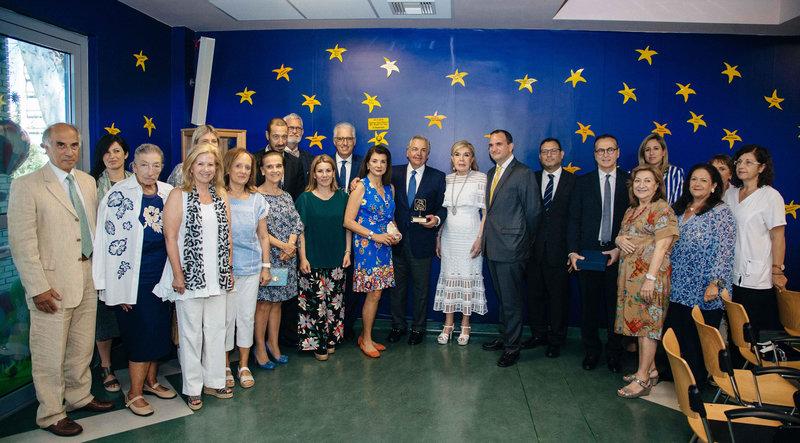 Η Μαριάννα Β. Βαρδινογιάννη και τα με μέλη των Διοικητικών Συμβουλίων των Συλλόγων «ΕΛΠΙΔΑ» και «ΟΡΑΜΑ ΕΛΠΙΔΑΣ» μαζί με τους εκπροσώπους του «The Hellenic Initiative»