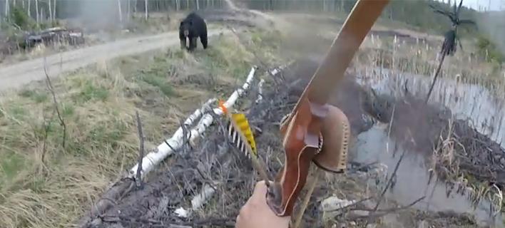 Τρομακτικό βίντεο: Aρκούδα επιτίθεται σε κυνηγό [εικόνες & βίντεο]