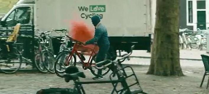 Ενα απίστευτο πείραμα σε Ρώμη, Αμστερνταμ, Πράγα: Η ομάδα που ξεφτίλισε τους κλέφτες ποδηλάτων [εικόνες & βίντεο]