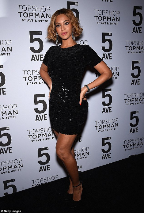 Τη φωτογραφία της Beyonce με το συγκεκριμένο φόρεμα ανέβασε και η  Katrantzou στον προσωπικό της λογαριασμό στο Instagram. ff5db7463cc