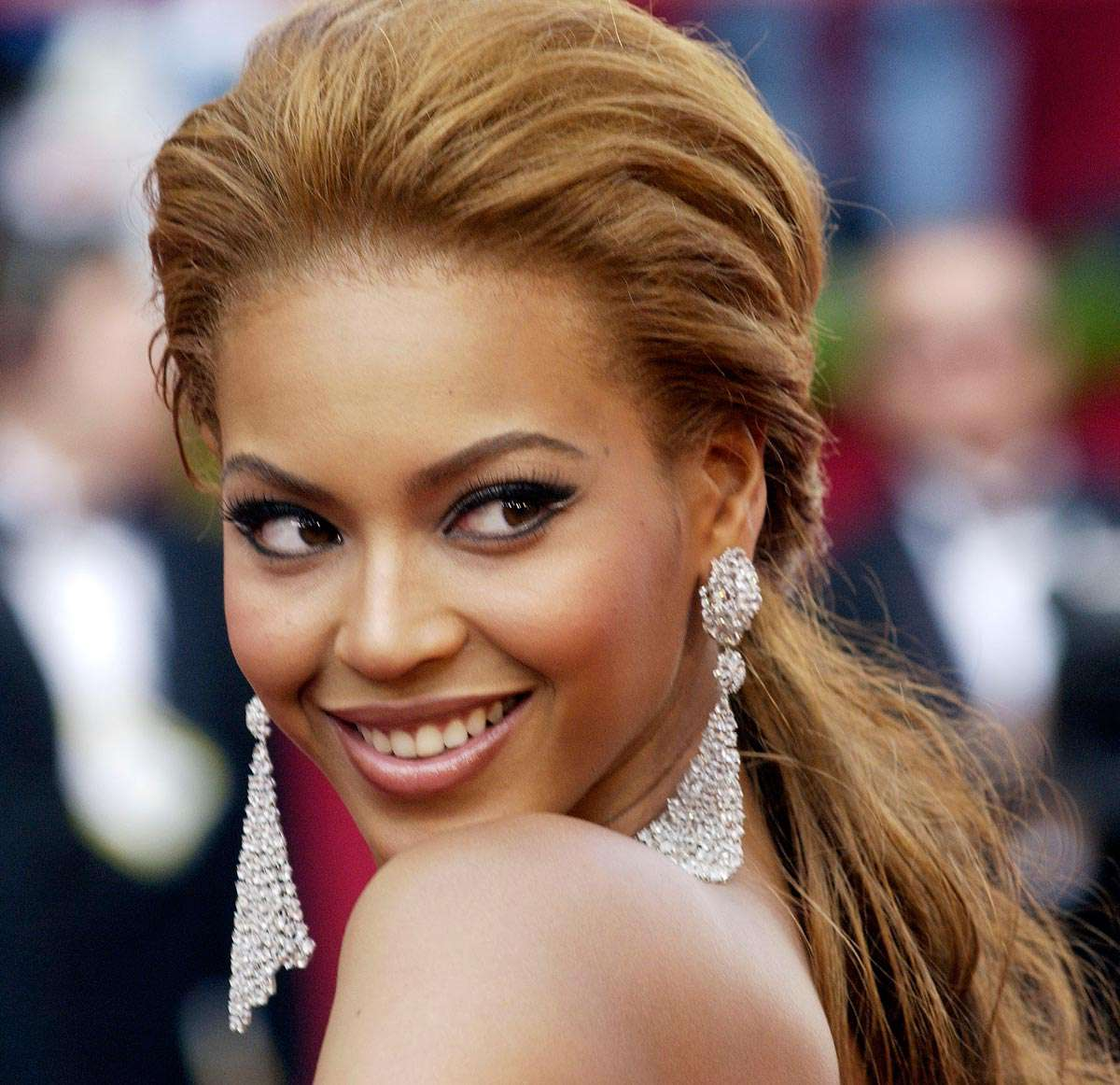 http://www.iefimerida.gr/sites/default/files/beyonce-hair-up.jpg