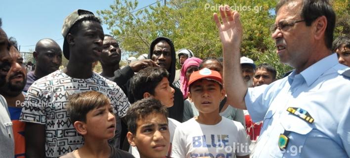 Αναβρασμός στη Χίο: Πρόσφυγες απέκλεισαν τη ΒΙΑΛ -Δεν προχωρούν οι αιτήσεις ασύλου [εικόνες & βίντεο]