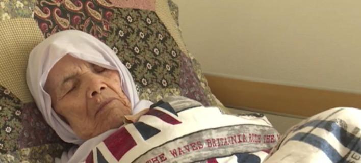 Η γηραιότερη πρόσφυγας στον κόσμο είναι 106 ετών και θα μείνει τελικά στη Σουηδία [εικόνες & βίντεο]