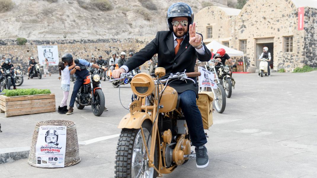 The Distinguised Gentleman's Ride στη Σαντορίνη -Φωτογραφία: ΓΙΩΡΓΟΣ ΒΕΝΤΟΥΡΗΣ / EUROKINISSI