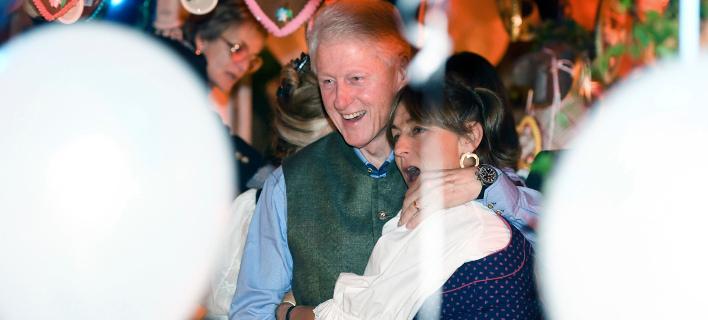 Ο Μπιλ Κλίντον στο Oktoberfest. Φωτογραφία: AP