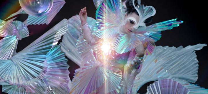 Το φόρεμα του οίκου Gucci για το βιντεοκλίπ του «The Gate», φωτογραφίες: gucci.com