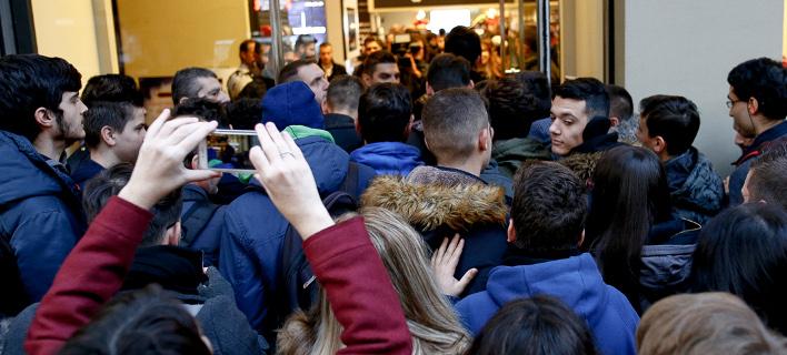 Παροξυσμός Black Friday, ουρές από τις 4:30 -Τι ελπίζουν οι έμποροι [εικόνες & βίντεο]