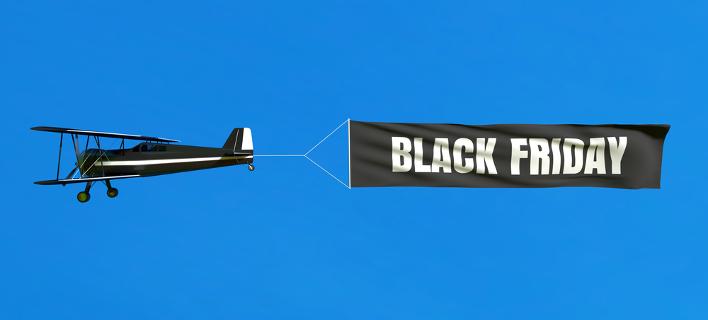 Αεροπλάνο με πανί που γράφει Black Friday/ Φωτογραφία: Shutterstock