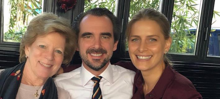 «Βασιλικό» γεύμα στο Χαλάνδρι: Νικόλαος, Τατιάνα Μπλάτνικ και Αννα Μαρία έφαγαν γαλοπούλα [εικόνα]