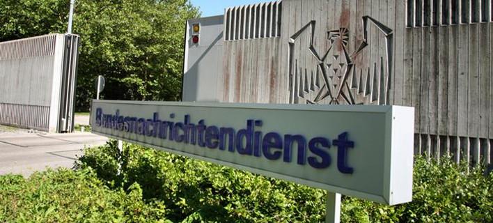 Der Spiegel: Η Γερμανία χρησιμοποιούσε 850 πρόσφυγες ως πληροφοριοδότες