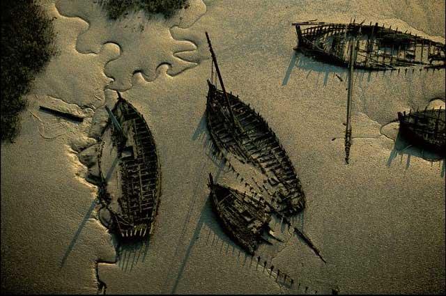 Το... νεκροταφείο για βάρκες στην όχθη ενός ποταμού