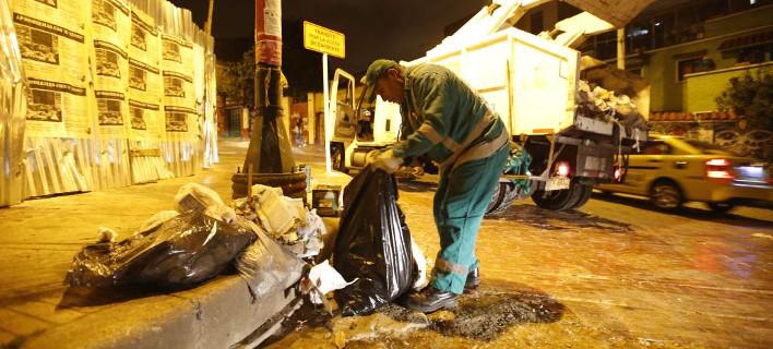 Σκουπιδιάρης στην Μπογκοτά μάζευε τα βιβλία στο δρόμο -Εχει 25.000 σήμερα [εικόνες]
