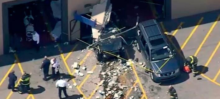 ΗΠΑ: Oχημα έπεσε πάνω σε πλήθος κοντά στη Βοστόνη - Τρεις νεκροί [εικόνες & βίντεο]