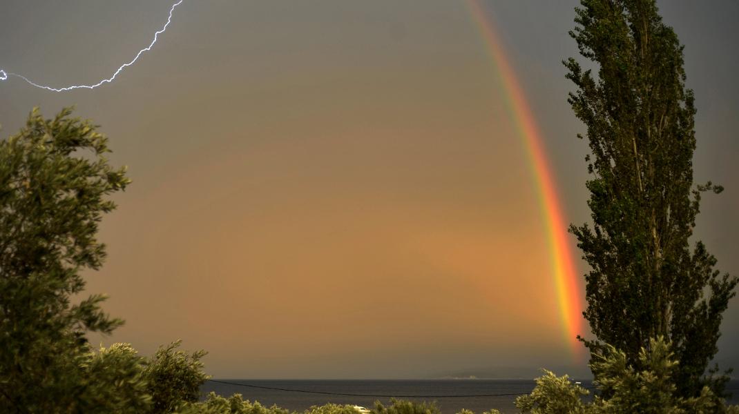 Η απίστευτη παλέτα της φύσης: Μπουρίνι στο Πήλιο -Φωτογραφία: EUROKINISSI/ΘΑΝΑΣΗΣ ΚΑΛΛΙΑΡΑΣ