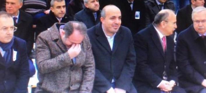 Βουλευτής του Ερντογάν γελάει σε κηδεία λοχία που σκοτώθηκε στο Αφρίν [εικόνες]