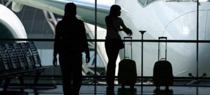 ΓΣΕΒΕΕ: Δύο στους τρεις νέους στην Ελλάδα σκέφτονται να μεταναστεύσουν