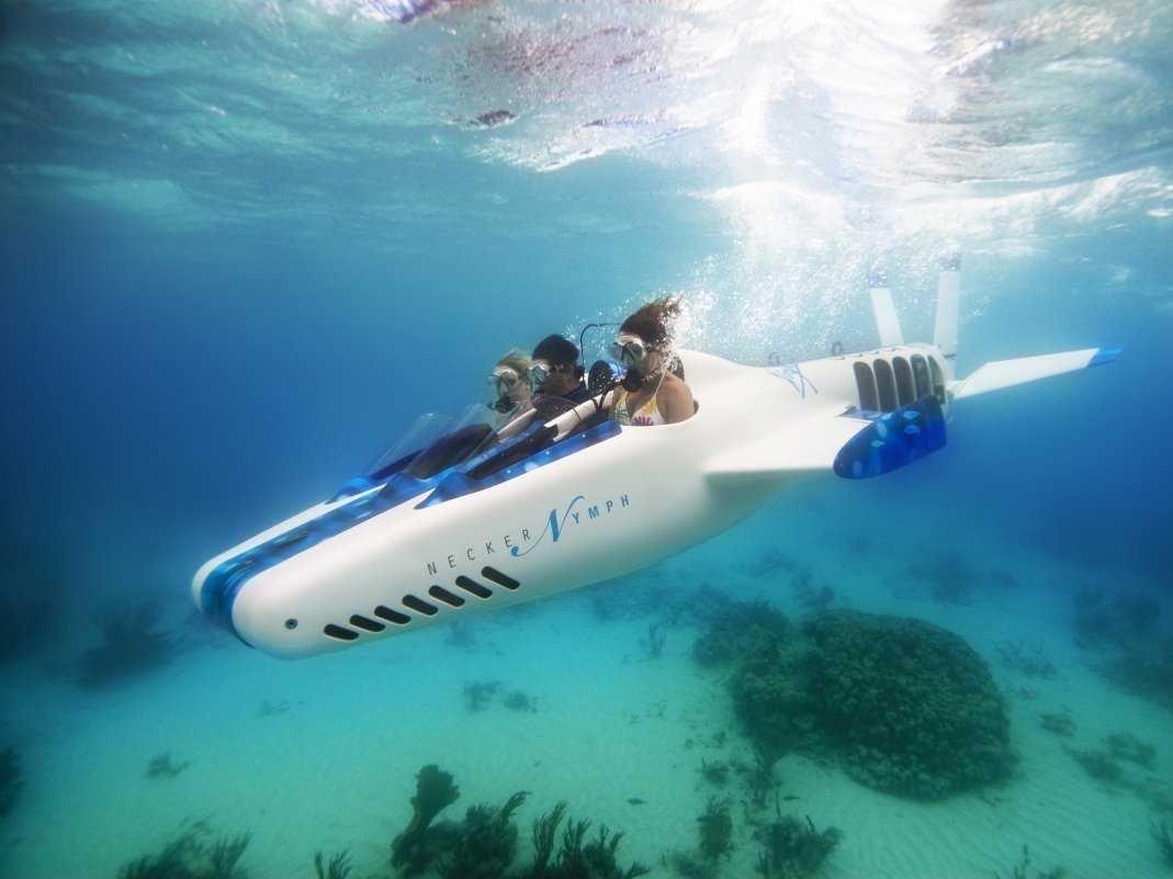 Νησιά, αεροπλάνα, υποβρύχια και πάρτι