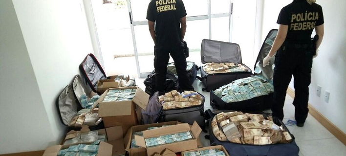 Σε βαλίτσες και κούτες είχε ο πρώην υπουργός τα 16 εκατ. δολάρια (Φωτογραφία: ΑΠΕ/  EPA/Brazilian Federal Police)