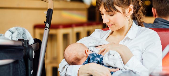 Κρήτη: Εβρισαν μητέρα επειδή θήλαζε δημόσια το μωρό της