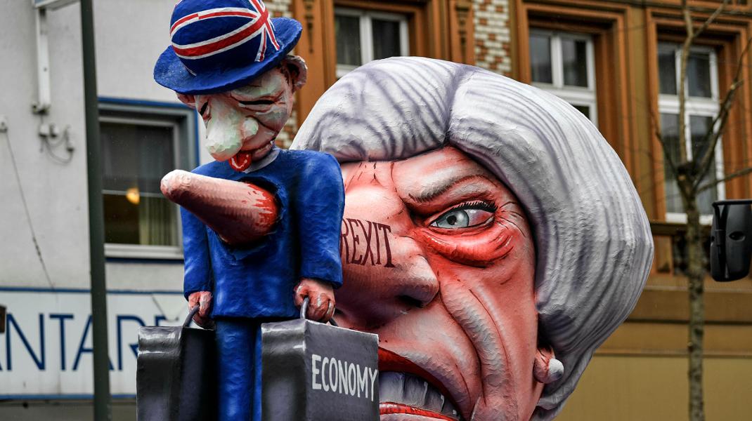 Καρναβάλι στο Ντίσελντορφ: Η εικόνα που έχουν οι Γερμανοί για Μέι και Brexit -Φωτογραφία:AP Photo/Martin Meissner