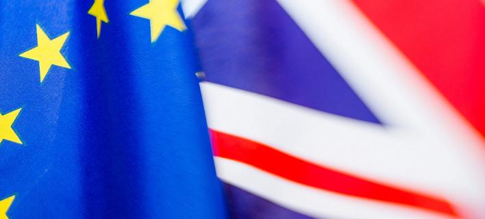 The Times: Πρώην πρεσβευτές προτρέπουν την Τερέζα Μέι να αναβάλει το Brexit
