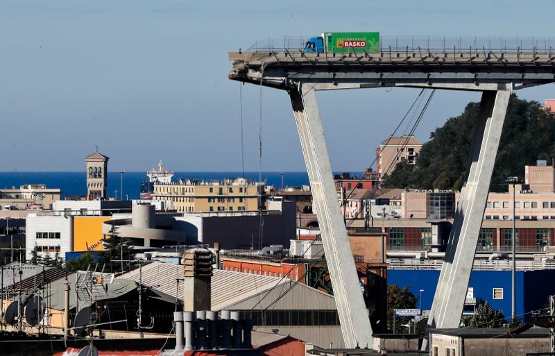 41 άτομα είναι ο μέχρι τώρα απολογισμός των νεκρών από την κατάρρευση της γέφυρας