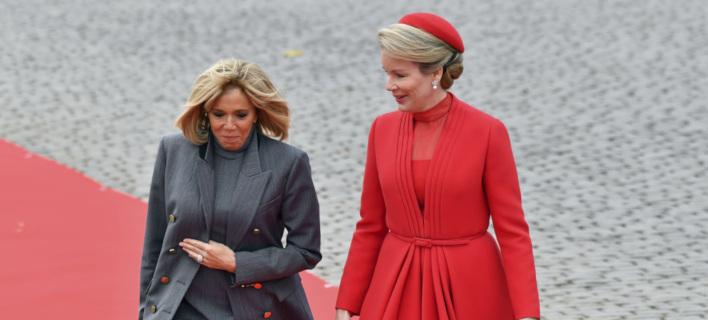 Η Μπριζίτ Μακρόν και η βασίλισσα Ματθίλδη του Βελγίου /Φωτογραφία: AP/Geert Vanden Wijngaert