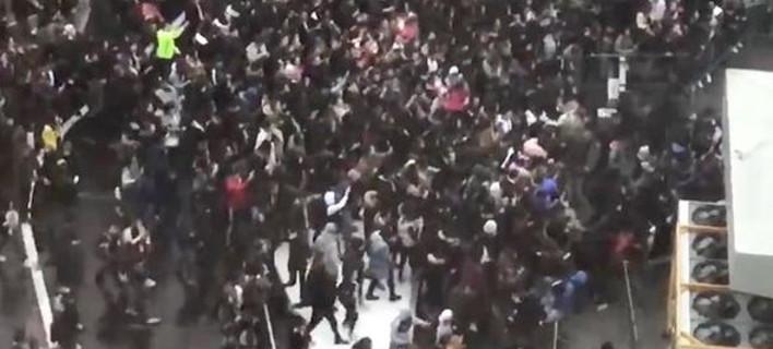 Χάος στις Βρυξέλλες -Συγκρούσεις νεαρών με αστυνομικούς για έναν ράπερ [εικόνα & βίντεο]
